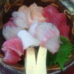 沖縄そばと島豆腐の店 まつばら家 - 海鮮丼アップ
