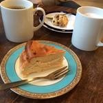 37349015 - ケーキ派美味しい上に、お皿も可愛い!コーヒーも味は美味しいけど、せっかくなら可愛いカップに入れてほしいなぁ…