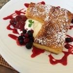 PAN CAFE Gii - ベリーベリーフレンチトースト