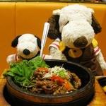 ビビンバQ - ボキらが注文したのは、 20種類の野菜と炭焼きカルビの石焼ビビンバ680円。 【注】2012年3月現在のメニューです。