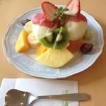 おだわら - 1番人気のミックスフルーツパフェ¥910