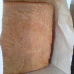 37359027 - 江頭食パン 焼きたてアツアツのため横にしています