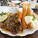パンプキンハウス - 料理写真:アメリカンステーキ&エビフライ・・見えにくいと思いますが、チキンナゲットにハッシュドポテト、チキンカツにえっ~と、とにかくイロイロてんこ盛りです・・(^_^;)