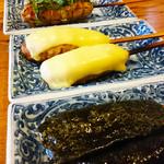 まる吉 - つくねは注文があってから丁寧に作ります。月見、チーズ、海苔、シソ梅、塩胡椒の5種が味わえます。お口の中で味が拡がります