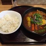 スープカレー 米KURA - 「紅ミズナとスナップエンドウの骨なしチキンカレー」1,100円