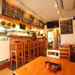 海鮮 bar isoichi - カウンター7席とテーブル席18席