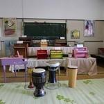 天空の楽校 - トイ・ピアノや昔のレコードがいっぱい。