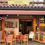 海鮮 bar isoichi - 炭火焼の様子が外からご覧いただけます