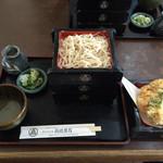 37373046 - 名物天せいろのかき揚げ天ぷらの下段に蕎麦が。