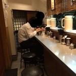 麺匠 呉屋 - 201504  呉屋  店内(座席より右まわり)⇒