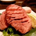 37373830 - 焼き肉/これはやっぱり絶品です!厚切りタントロ