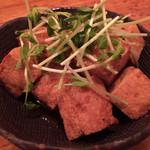 島の食べものや南風 - カラッと揚げた島豆腐のにんにくじょうゆ