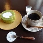 カフェ・ルーラル - 抹茶ロールとコーヒー