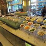 37378862 - 朝食はブッフェスタイル!生野菜がずらりと並ぶ!