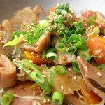 嘘の三八 - がめ煮のように根菜が多い、味噌味のもつ煮込みです。飲み屋風というより、甘めで家庭料理っぽい味です。