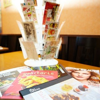 店内でフランス輸入書籍欧明社の直輸入ポストカードが買えます。
