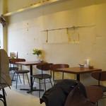 Cafe 清澄 - 自分たちの席からテーブル席を。