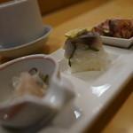 居酒屋 裕 - ヒラメ麹漬、アジ押し寿司、炙りベーコンおろし