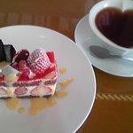 3739573 - 苺ケーキと本日の紅茶
