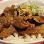 キャプテンぶぅひぃず - 「ブーうどん」丼のご飯をうどんに変えたら、意外な美味しさ発見!一度ご賞味あれ!