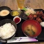 はらくっちぃ - 鶏のから揚げ定食800円(税込)