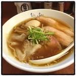 チックタック - らーめん、得のせ。 優しいスープ。ワンタン美味い。 チャーシューはバラとモモの2種類だけど、モモは噛みきれないよね。やっぱり。 麺がめっちゃ好みだから、次回はつけ麺にしてみよ。