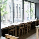 トリトンカフェ - お一人様からゆったりと座って頂けるカウンター席があります