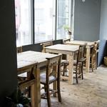トリトンカフェ - 北側の窓は、光が差し込む人気のお席です