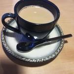 珈琲庵 悠々 どんぐり - なめらかで飲みやすいカフェオレ。本格的です。