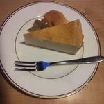 珈琲庵 悠々 どんぐり - また食べたくなる濃厚なニューヨークチーズケーキ。一押しです。