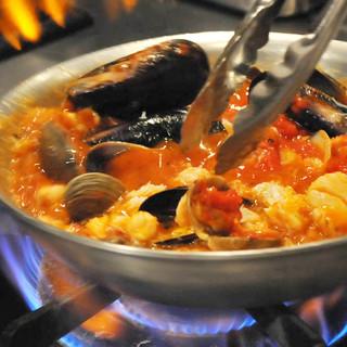 旬や地物食材を生かしたイタリア郷土料理をお出ししています