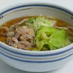 初狩パーキングエリア(下り線)スナックコーナー - 吉田のうどん:山梨県富士吉田の名物うどんです。特徴は固くてこしの強い麺と、シャキシャキの茹でキャベツがトッピングされています。スープは醤油と味噌のダブルスープです。一度ご賞味ください。