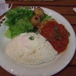 DOG DEPT + CAFE - トマトソースチキンロコモコ