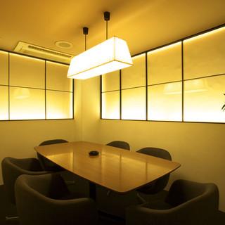 個室は落ち着いた雰囲気で、ゆったりお寛ぎ頂けます。