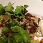 海賊の台所 - シーザーサラダときのこマリネとポテトサラダ