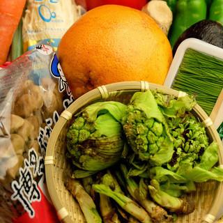 彩とりどりの新鮮な野菜