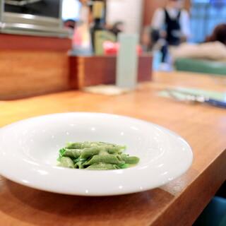 カロローゾ - 手打ちパスタ 富士の西村製茶のお茶を練り込んだガルガネッリ ハマグリソース '15 3月上旬