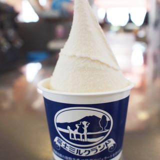 富士朝霧高原 富士ミルクランド - 料理写真:人気商品の朝霧ミルクジェラート。朝霧高原産の牛乳を使用した濃厚だけど後味のすっきりとしたジェラートです。