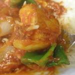 コチンニヴァース - トマトチキン;ゴロッと大ぶりなチキン