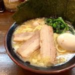 ラーメン 鶴見家 - 醤油とんこつスペシャルラーメン 並(900円)