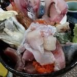 37411761 - 海鮮丼  1080円