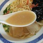 沖食堂 - 脂が十分に溶け込んだスープ