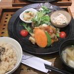 37411880 - 健康定食の唐揚げバージョン。