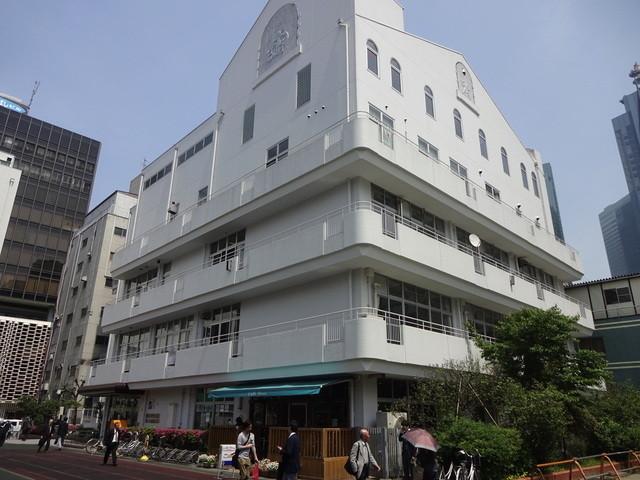 Cafe Deux - 港区立生涯学習センターの1階