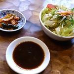 勢龍 - サラダもキムチも美味しかったですよ。
