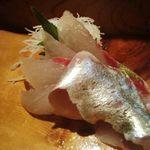 魚がし寿司 - シマアジ旨あ~