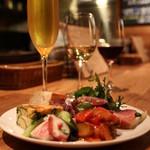 bar Caiotto - 15~18時限定 お得な前菜盛りビールセット