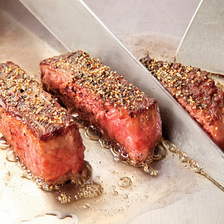 厳選食材を使用した《伊万里牛》の鉄板焼きが楽しめる!