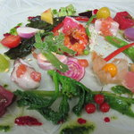 アッシュ スプランディード - 料理写真:契約農家の色とりどりのお野菜と魚介の一皿