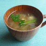 37420402 - 梅干しと豆の鰹出汁スープ